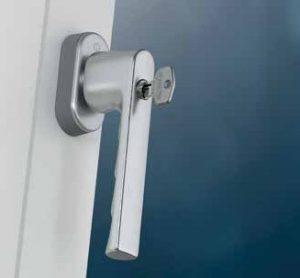Hoppe SecuForte võtmega aknalingid sarjast Hamburg on turvalisuse kõrgem tase
